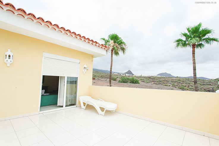 terrace with spectacular sea and mountain views in chayofa